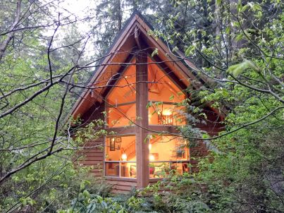 Cabin #4 – HOT TUB, BBQ, PETS OK, SLEEPS-5!
