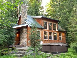 Holiday house Cabin #11 – HOT TUB, BBQ, DISHWASHER, SLEEPS-6!