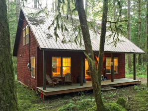 Holiday cottage Cabin #12 – BBQ, DISHWASHER, WIFI, SLEEPS-4!