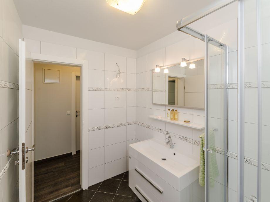 ferienwohnung basic 1 kroatien dalmatien insel vir firma adela travel j d o o firma. Black Bedroom Furniture Sets. Home Design Ideas