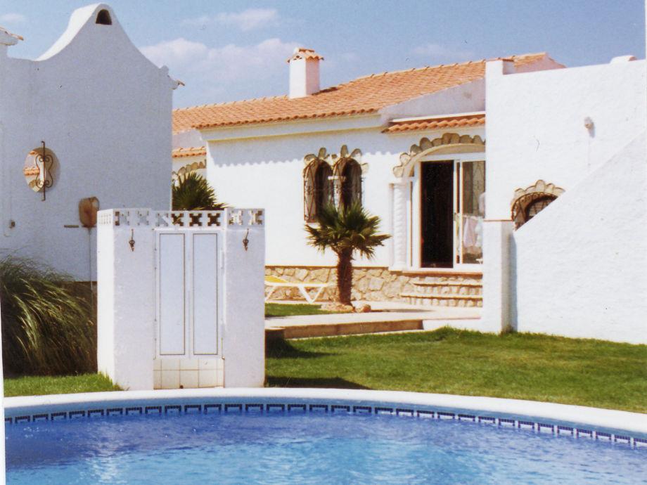 Blick Pool zum Innenhof