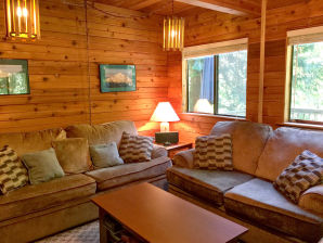 Holiday apartment Cabin #22 – HOT TUB, BBQ, WIFI, PETS OK, SLEEPS-8!