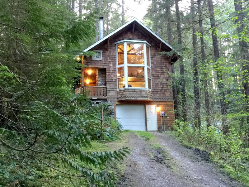 Holiday house Cabin #25 – HOT TUB, BBQ, WIFI, PETS OK, SLEEPS-6!