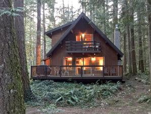 Holiday apartment Cabin #27 – BBQ, WIFI, PETS OK, FIREPLACE, SLEEPS-10!
