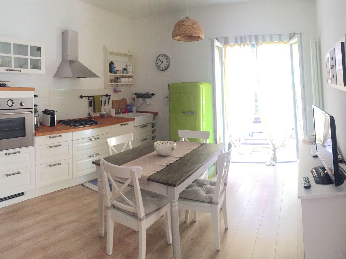 ferienwohnung casa ari malcesine firma stefania battistoni frau corinne messetti. Black Bedroom Furniture Sets. Home Design Ideas