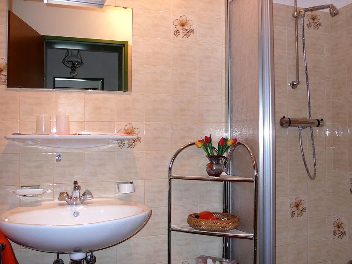 ferienwohnung enzian zugspitzregion grainau oberbayern frau paula schmitt. Black Bedroom Furniture Sets. Home Design Ideas
