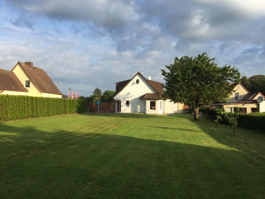 Garten und Haus von außen