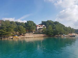 Villa Mamako
