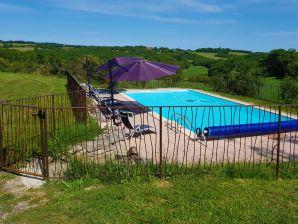 Bauernhof Corps de ferme rénové avec piscine privée chauffée Propriété isolée et parc naturel
