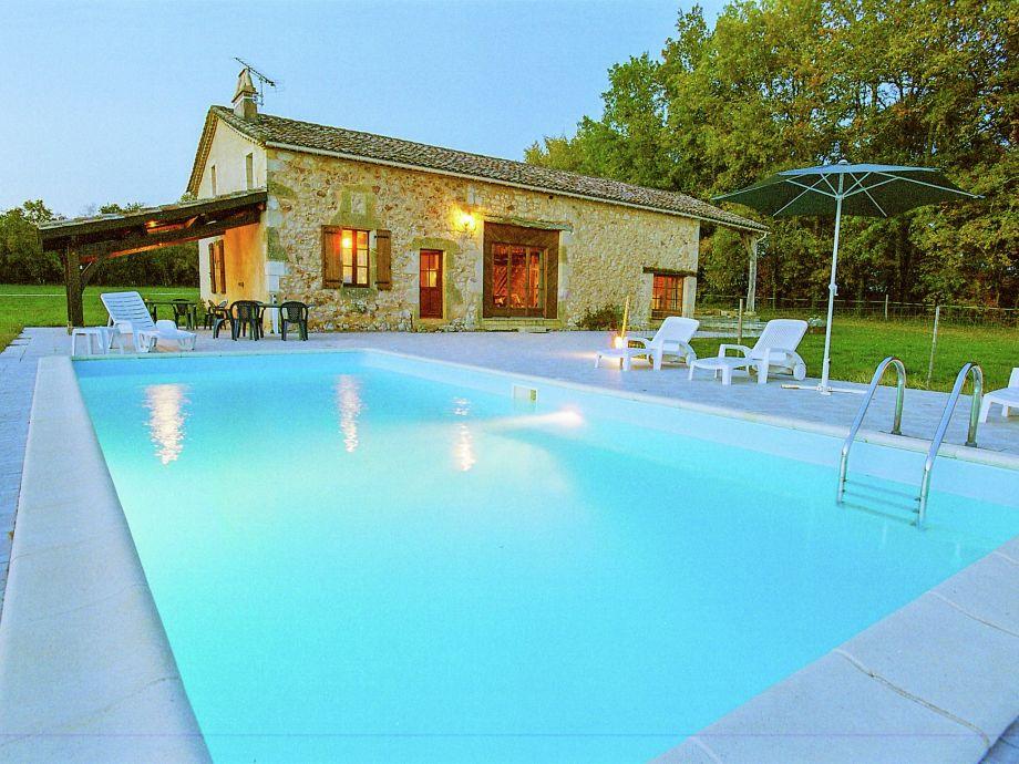 Außenaufnahme Maison avec piscine dans une nature préservée