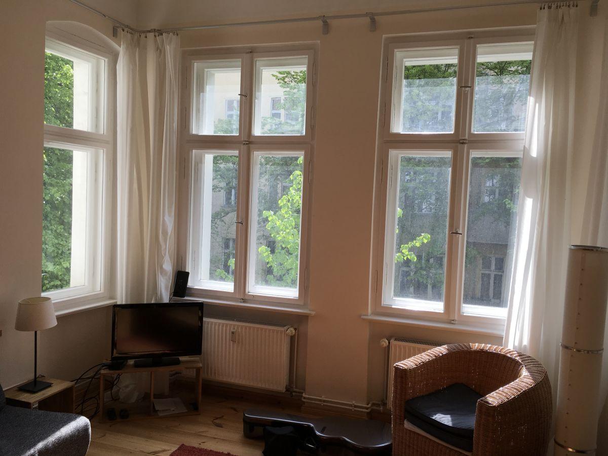 ferienwohnung am traveplatz mit klavier friedrichshain kreuzberg frau karin wette. Black Bedroom Furniture Sets. Home Design Ideas