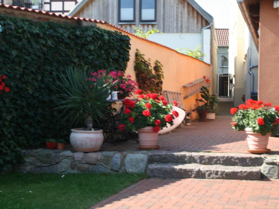 Bungalow vom See aus mit Terrasse