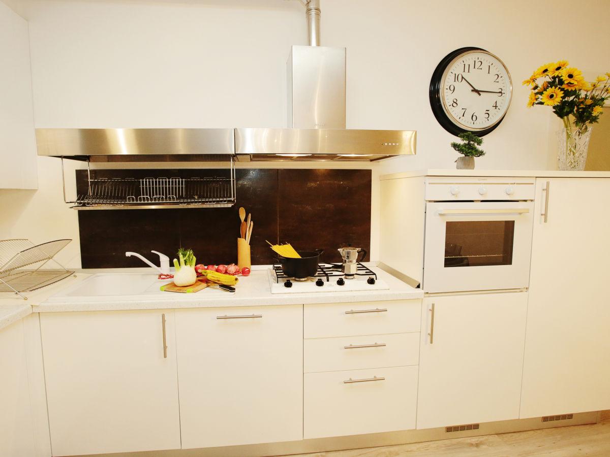 apartment casa girasole 2226 desenzano del garda firma happy holiday homes frau larisse. Black Bedroom Furniture Sets. Home Design Ideas