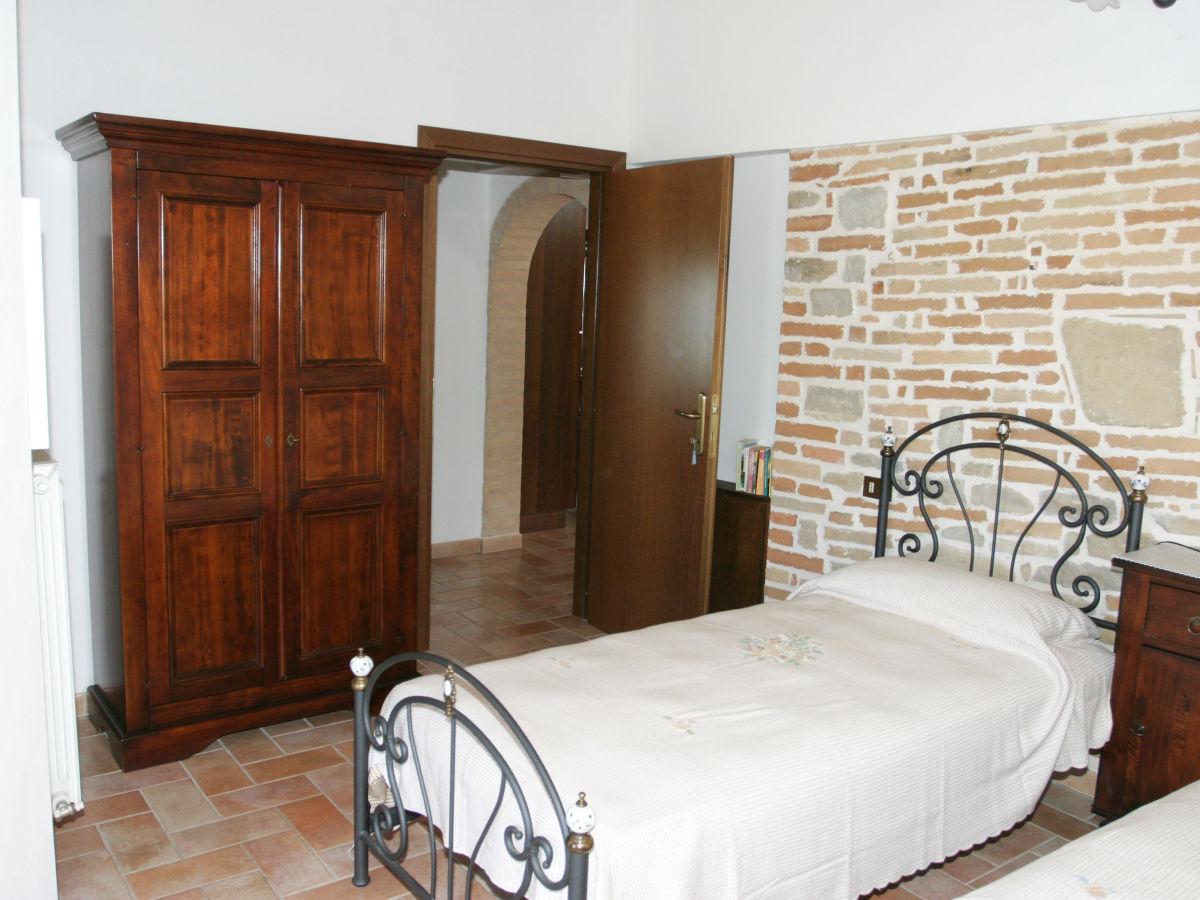 ferienwohnung cupra in der villa tempo di novana. Black Bedroom Furniture Sets. Home Design Ideas