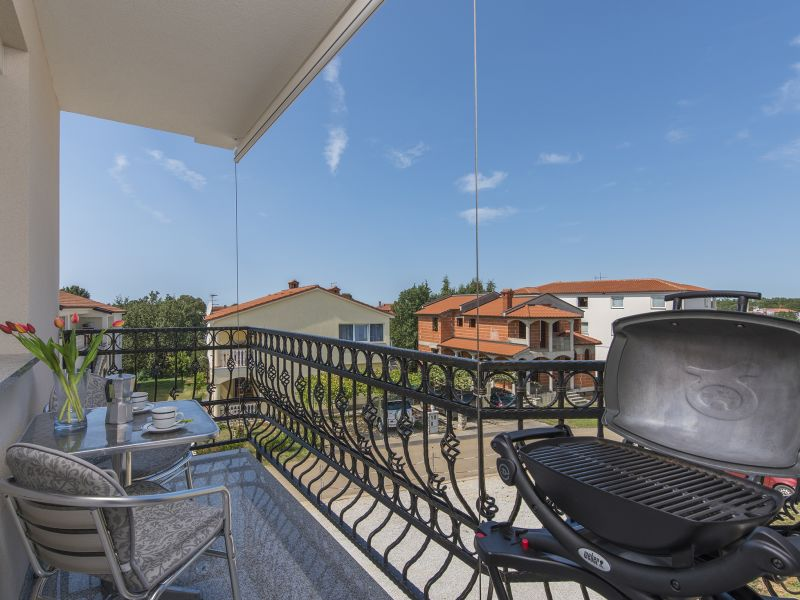 Holiday apartment Covic white