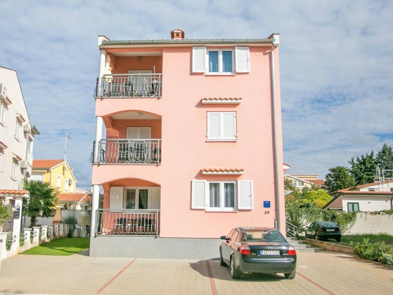 Apartment Kardumovic I Purple