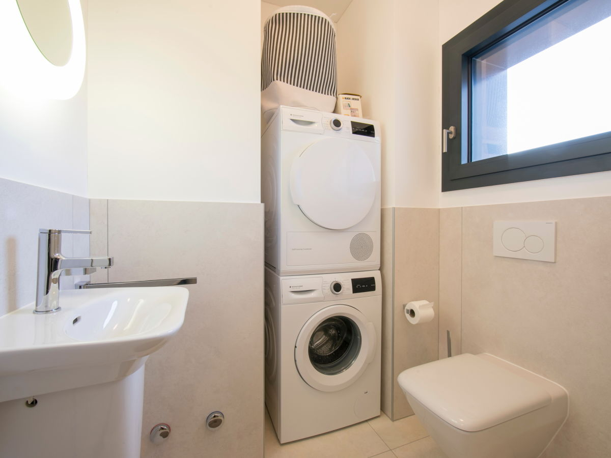 apartment agor sophia 2604 lugano firma happy holiday homes frau larisse mercera. Black Bedroom Furniture Sets. Home Design Ideas