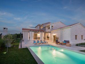 Moonlight Villa 2