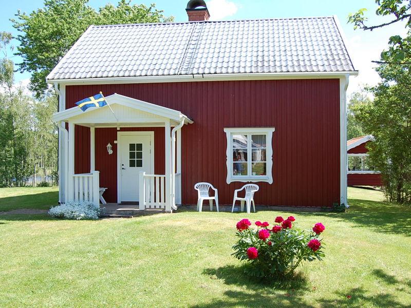 Småland-Ferienhaus am See (50 m)