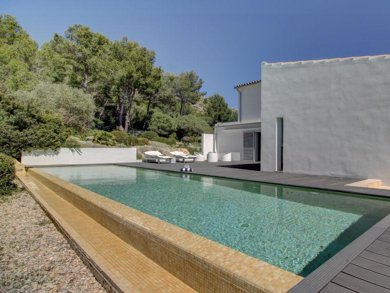Luxury Modern villa, pool, private location