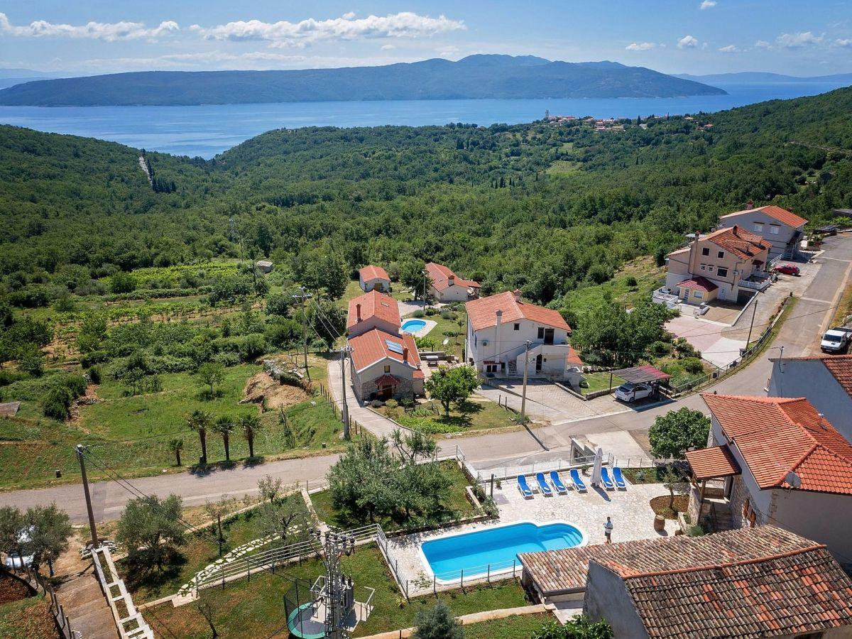Ferienhaus villa zaria brsec istrien kroatien firma for Kroatien villa mit pool