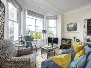 Stunning Colville Gardens Apartment - ACDT