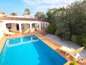Villa Casa Norfeu with pool and boat mooring