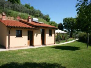 Ferienwohnung Reizendes kleines Haus mit Schwimmbad und Jacuzzi