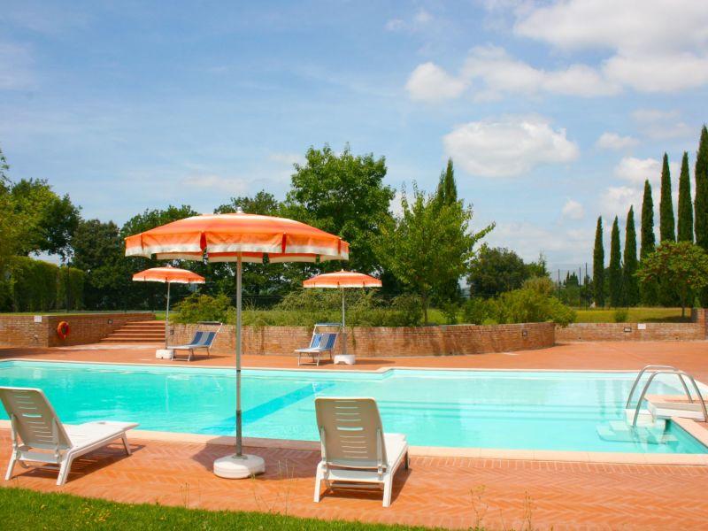 Cottage Gruppenunterkunft für 12 Personen mit Tennisplatz