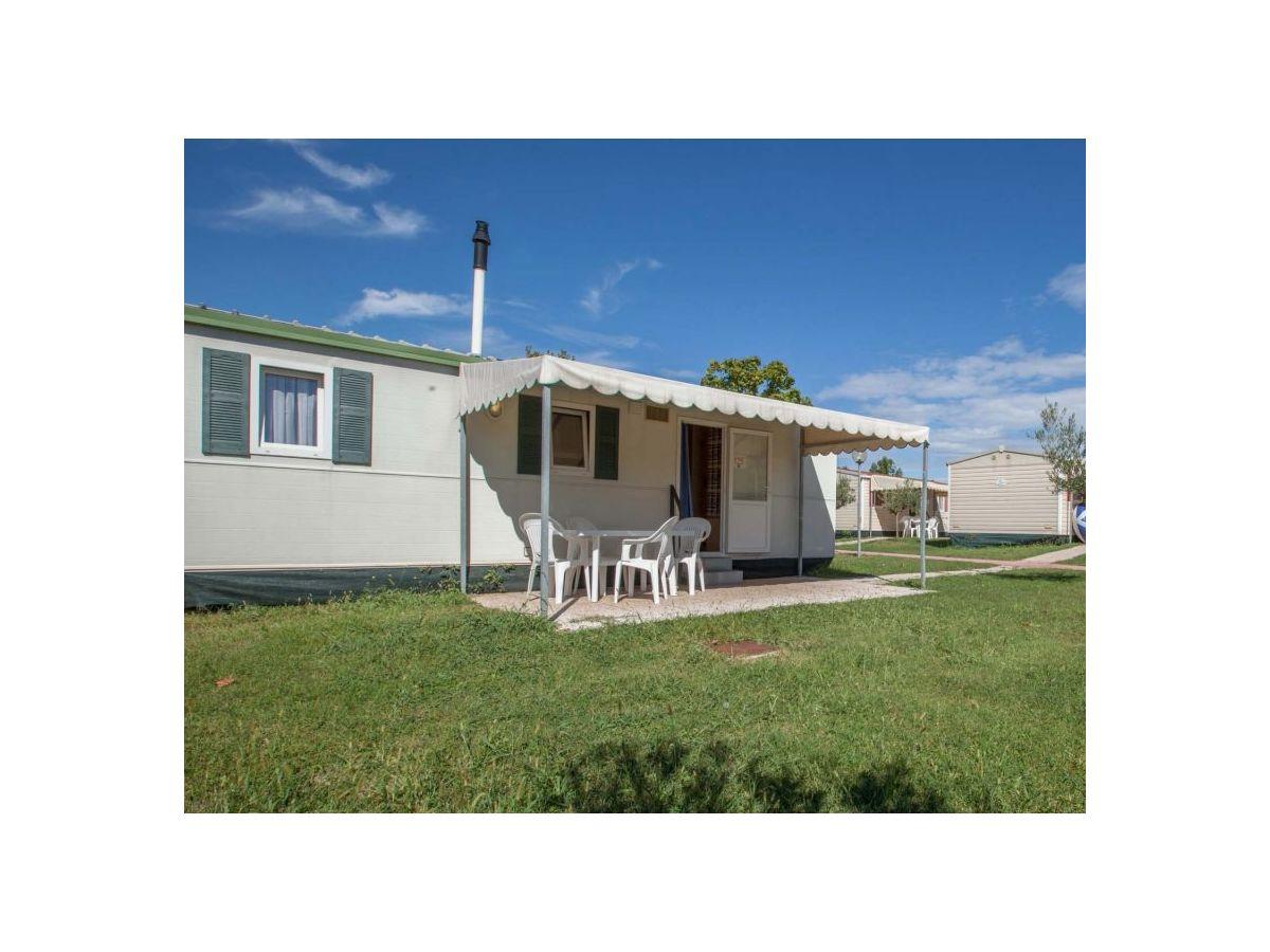 caravan b rstner adria mobile home at the lake garda it389. Black Bedroom Furniture Sets. Home Design Ideas