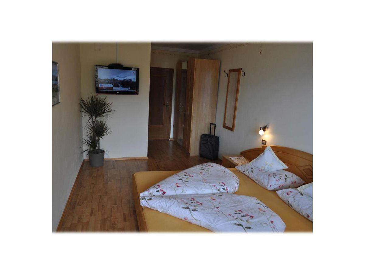 ferienwohnung sonnenblume im parterre lana firma niederhof herr herbert frei. Black Bedroom Furniture Sets. Home Design Ideas