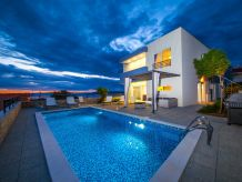 Villa Villa Red mit Pool und Meerblick