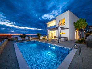 Villa Red mit Pool und Meerblick
