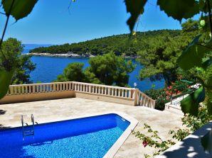 Villa Sunny, Pool, direkt am Strand