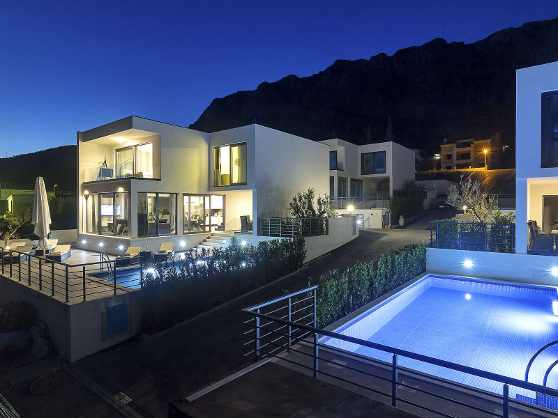 Villa mit Pool und Meerblick