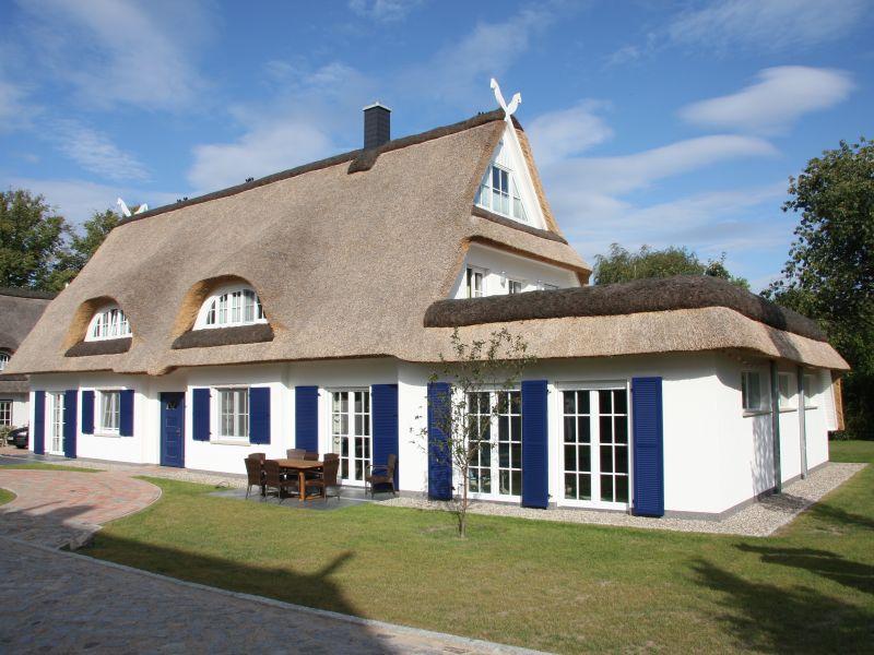 Ferienhaus Reetdachvilla nur 300 m zur Ostsee