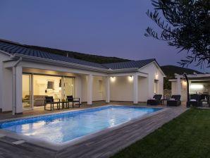 Villa 809