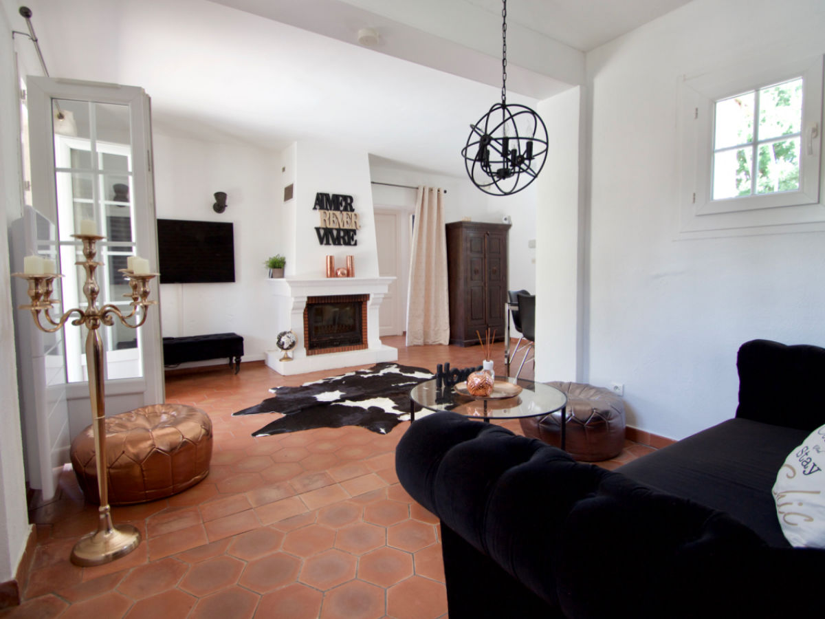 villa tikki grimaud grimaud firma sas astrid segaar immobilier azur pavillon frau astrid. Black Bedroom Furniture Sets. Home Design Ideas