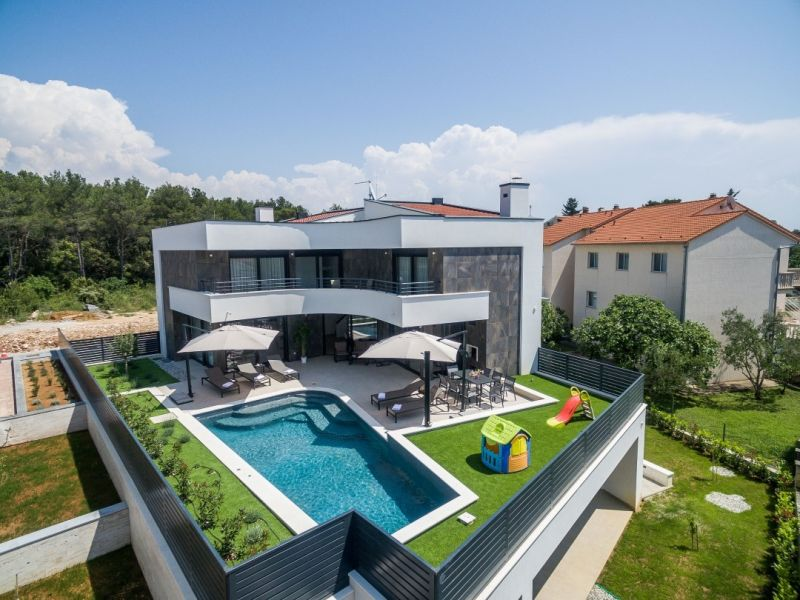 Villa Blue Diamond