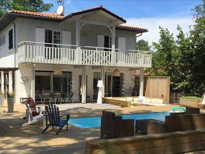 Ferienwohnung Villa luxueuse avec piscine à 50m de la mer