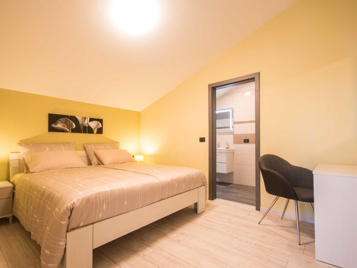 villa giovanni maria labin familie sori. Black Bedroom Furniture Sets. Home Design Ideas