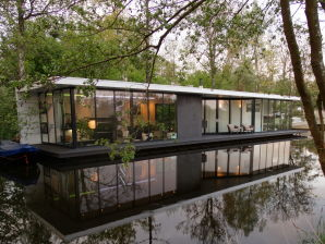 House boat van de Beek