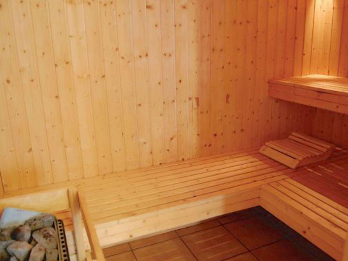 ferienhaus mit pool in bjerregaard bjerreg rd frau claudia jacobsen. Black Bedroom Furniture Sets. Home Design Ideas