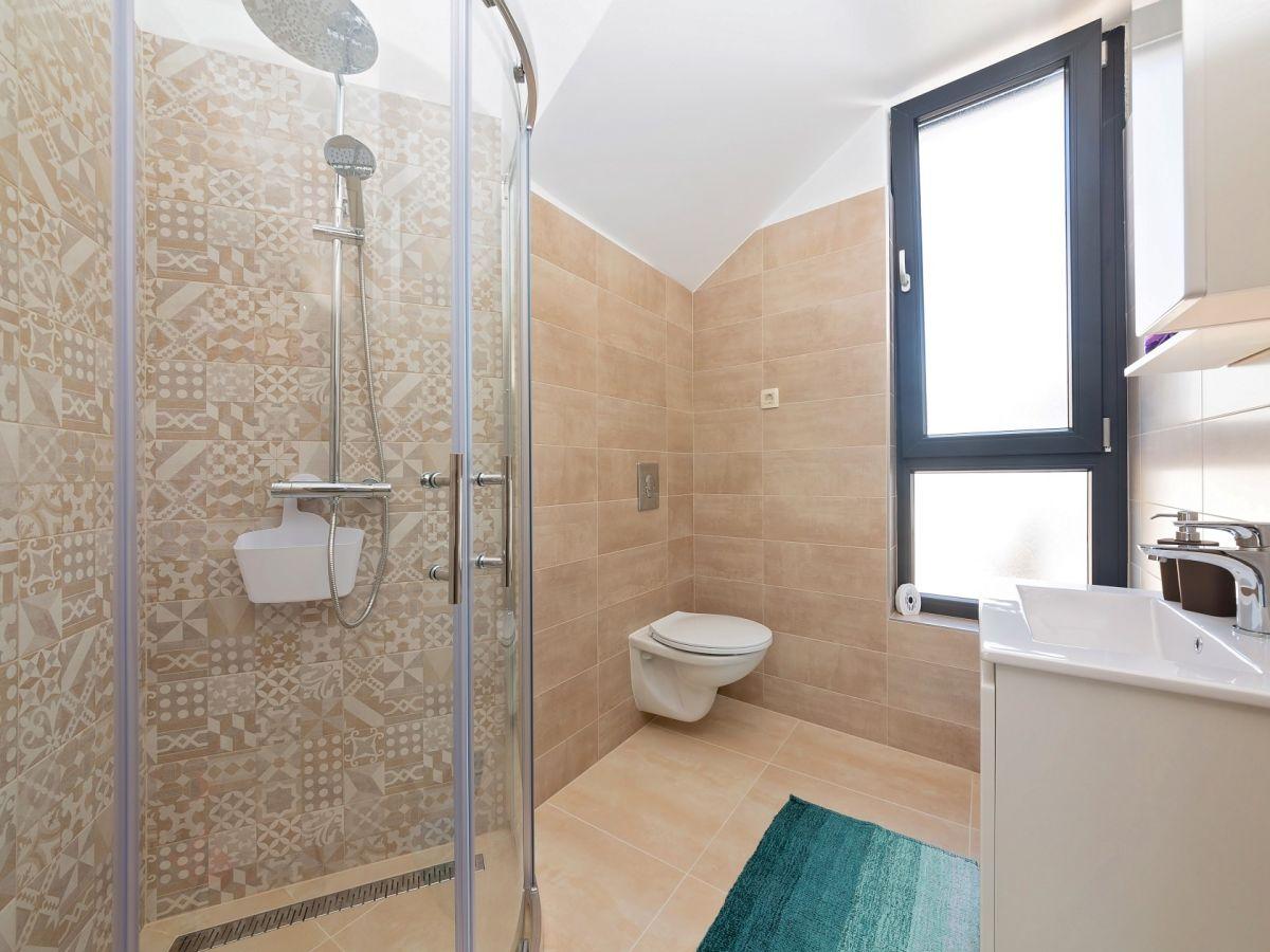 Ferienhaus villa noa kastelir firma istria home d o o for Badezimmer jasmin