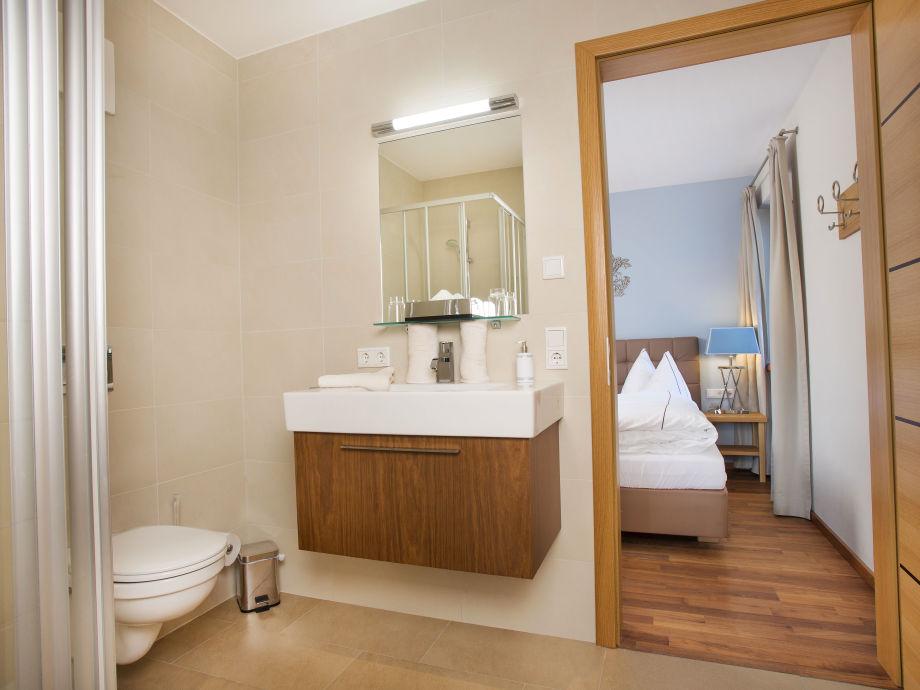 Das 2. Badezimmer Mit Durchgang Zum Schlafzimmer