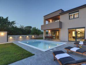 Villa 813