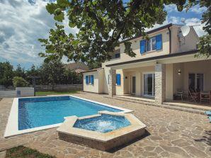 Villa 817
