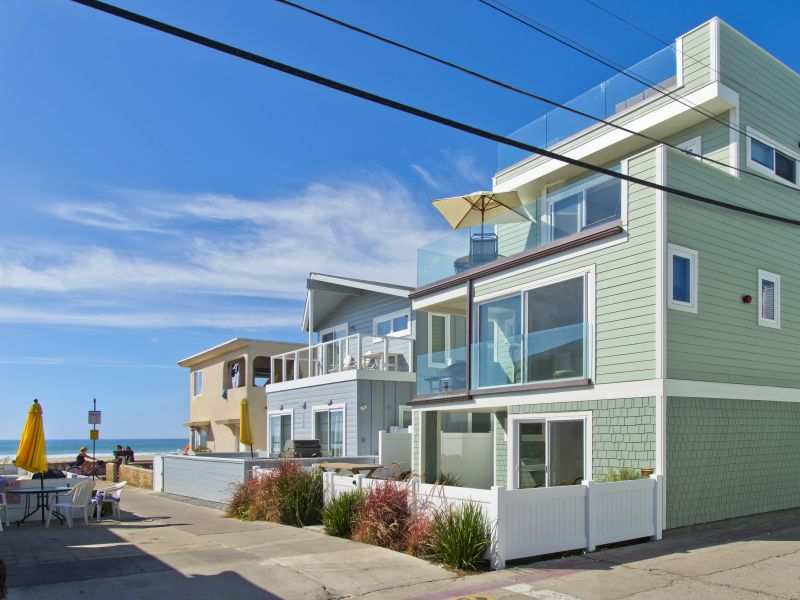 Holiday house #712 - Brand-new luxurious home w/ fantastic roof deck & 5 balconies