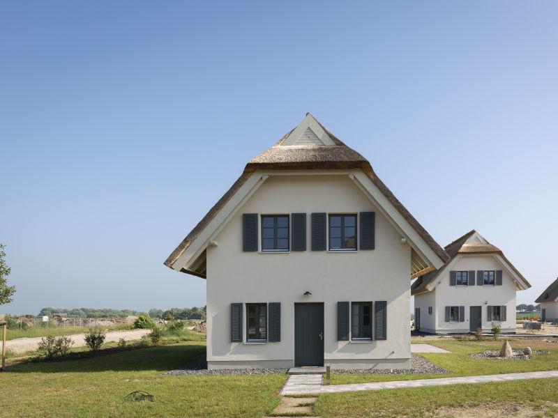Ferienhaus Strandnahe Premium- Reetdachvilla mit Grünblick