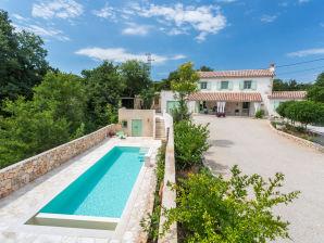 Villa Levanda mit Pool
